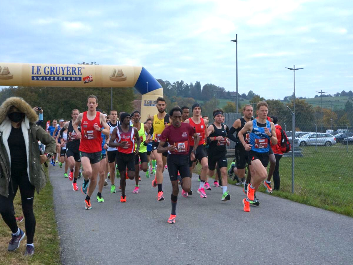 Das Starterfeld der Halbmarathon Schweizermeisterschaft