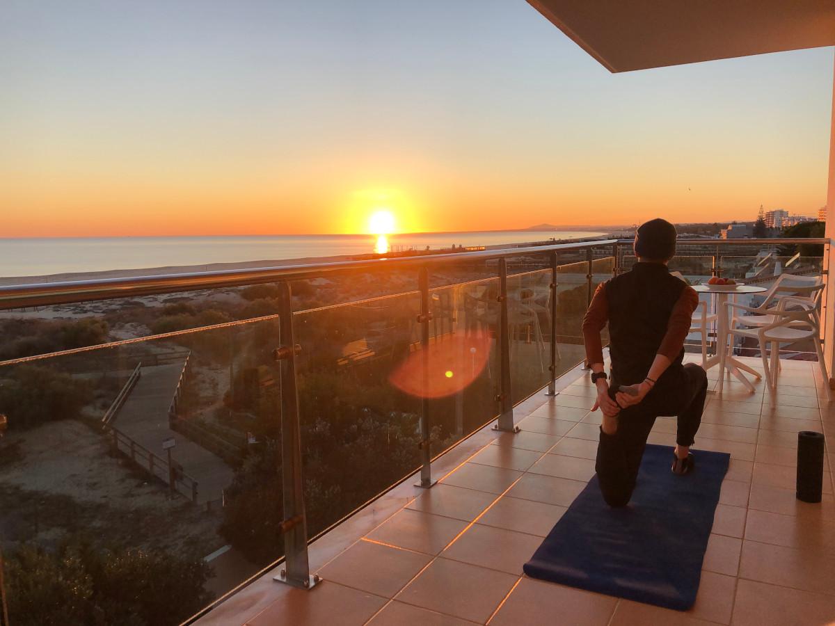 Adrian Lehmann beim Stretching